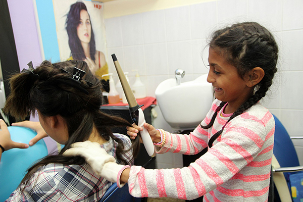 Amela želi biti frizerka